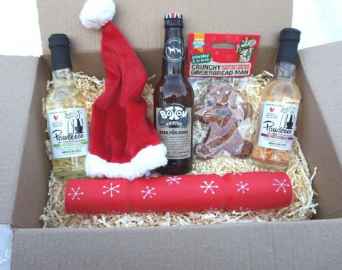 DOG CHRISTMAS GIFT BOX WITH DOG WINES BEER XMAS HAT CRACKER & GINGERBREAD MAN